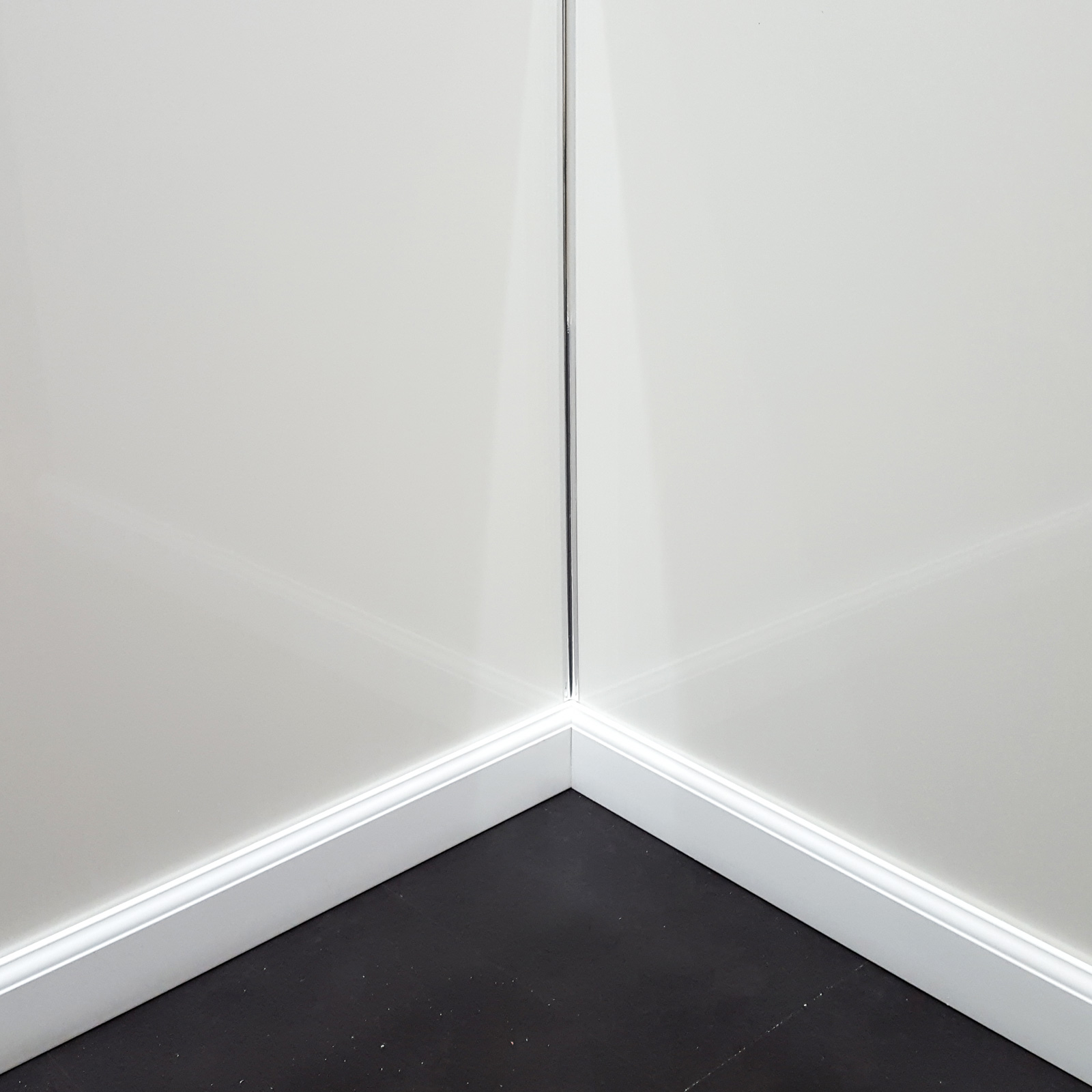 White Gloss Bathroom Fitted Furniture 1500mm: Aquamax Gloss White Metre Wide